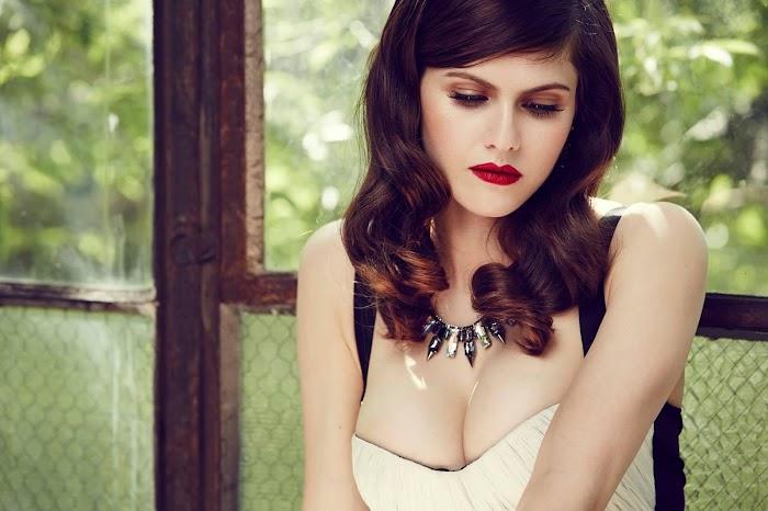 Alexandra Daddario HD Wallpapers-Hottest Hollywood Actress