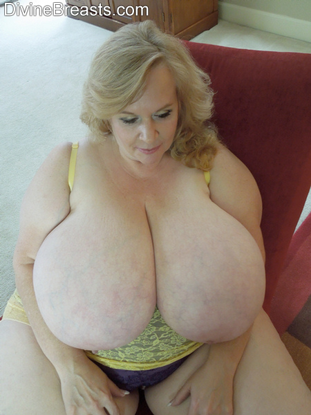 Very Large Natural Tits 31