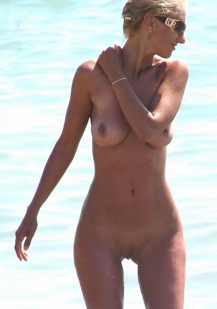 Nude Beach Mostly Candids  Nudes Girl-8830