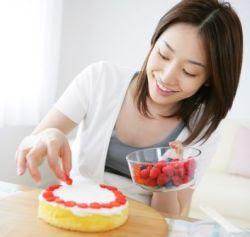 Manfaat Kesehatan Wanita Yang Suka Membuat Kue
