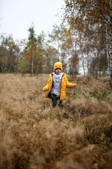 Jak żółty jesienny liść. Jesienny outfit dla chłopca!