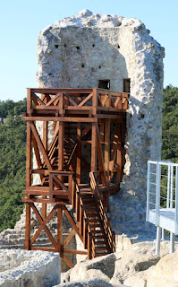 Sturdy scaffold so you can climb the tower
