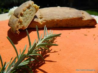 Ένα ξεχωριστό ψωμί με πατάτα, πεκορίνο και δεντρολίβανο