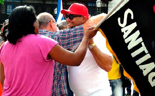 En las últimas horas el equipo que representará a Santiago de Cuba en la ya cercana 58 Serie Nacional de Béisbol fue abanderado en el céntrico Parque Céspedes