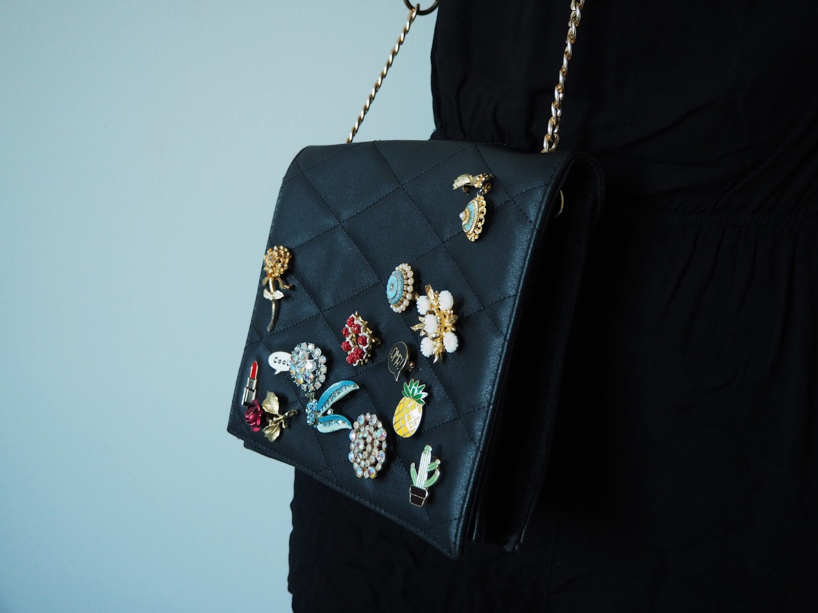 the turquoise door : DIY badgepin Bag for a fraction of the