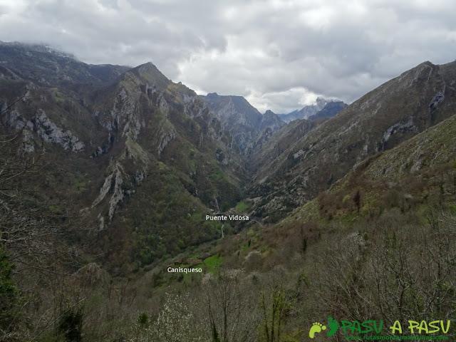 Pico Carriá desde San Ignacio: Vista hacia Puente Vidosa desde Canisqueso
