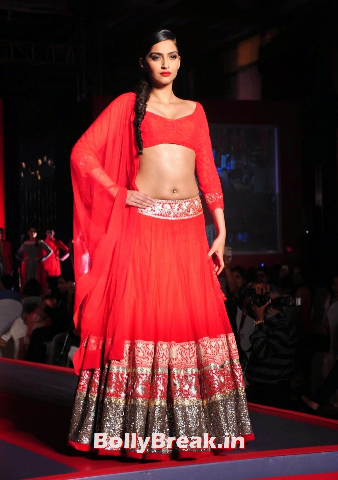 ,  Sonam Kapoor Hot Navel Show Photos in HD