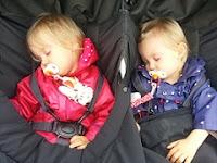 http://mamandejumelles.blogspot.com/2017/01/comment-les-aider-faire-leurs-nuits.html