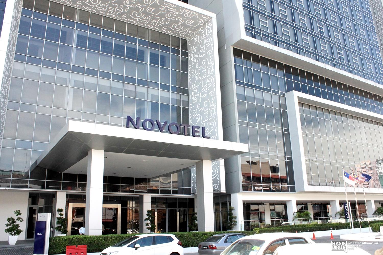 Pintu Utama Hotel Yang Tersergam Megah Di Tengah Bandaraya Melaka