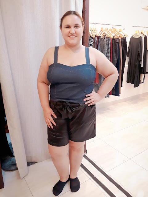 nabeca_tamanhos_reais_moda_plus_size_carolbeautysecrets_rio de janeiro_rj_short_couro fake_cirre_cropped_jeans