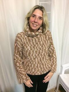 blusa de crochê vestida por Cris Prata