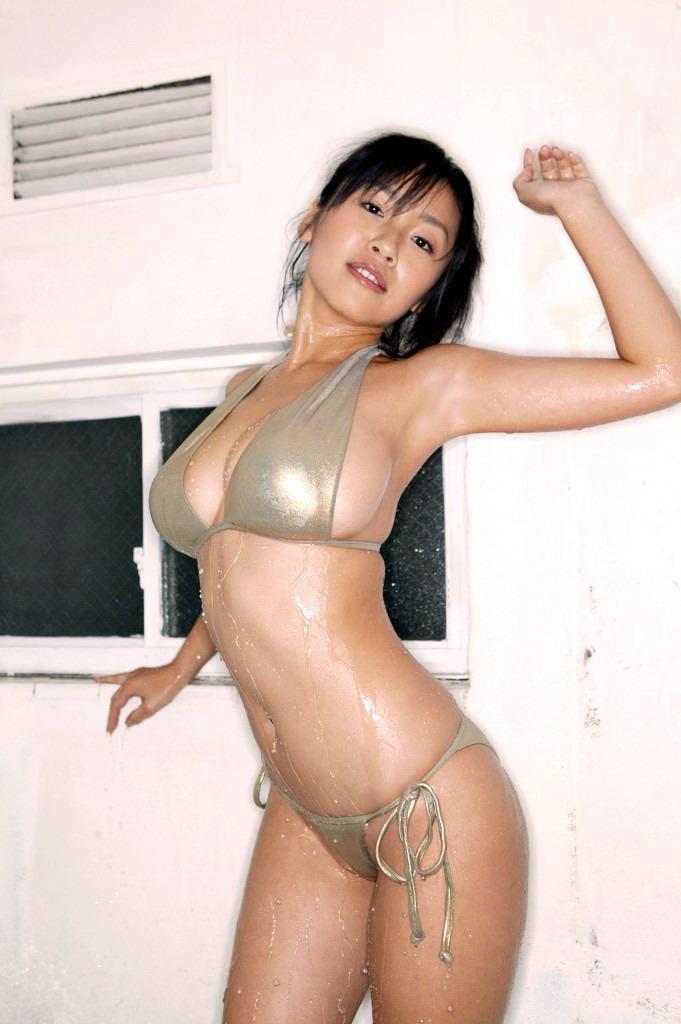 Megumi Bikini 17