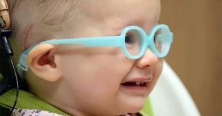 Δείτε ένα μωράκι να ακούει ήχο για πρώτη φορά στη ζωή του