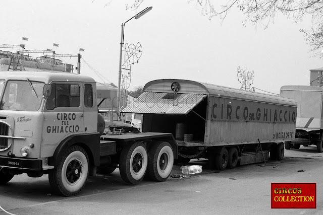 roulotte pour le transport du matériel du Cirque Moira Orfei