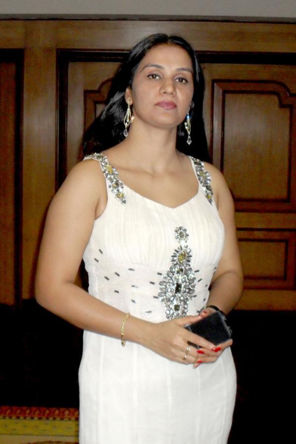 Mahi aunty 02 full length telugu movie ravi krishna silpa nisha - 2 6