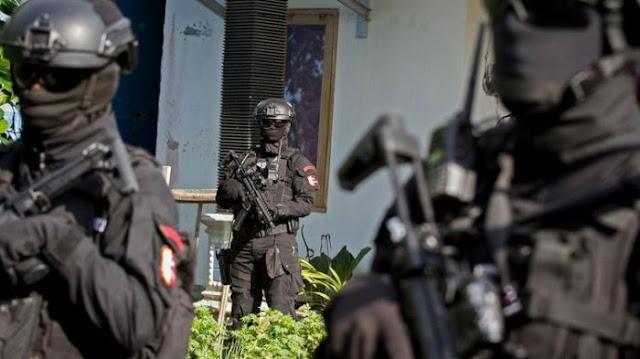 Setelah Murid-muridnya Bikin Kekacauan Mengerikan, Kini Polisi Buru Guru Teroris Pelaku Bom Bunuh Diri di Surabaya, Ini Dia Namanya...