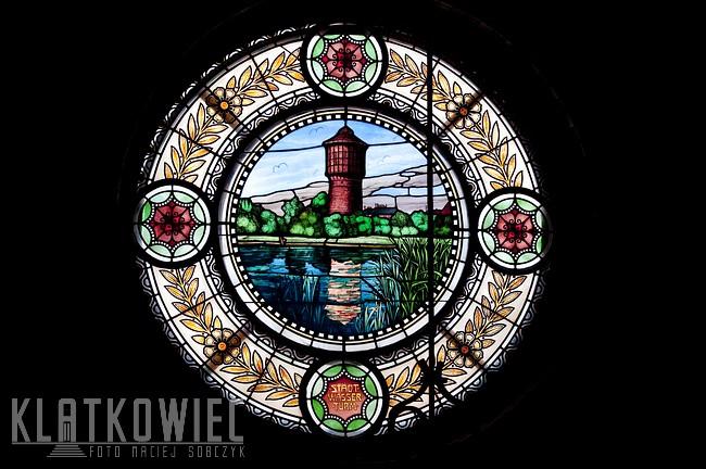 Ostrów Wielkopolski: witraż z wieżą ciśnień