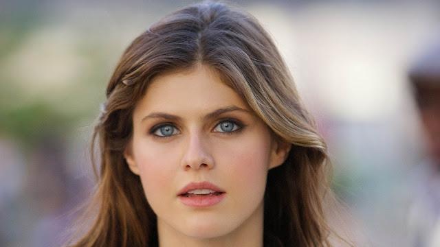 alexandra-daddario-gorgeous-face