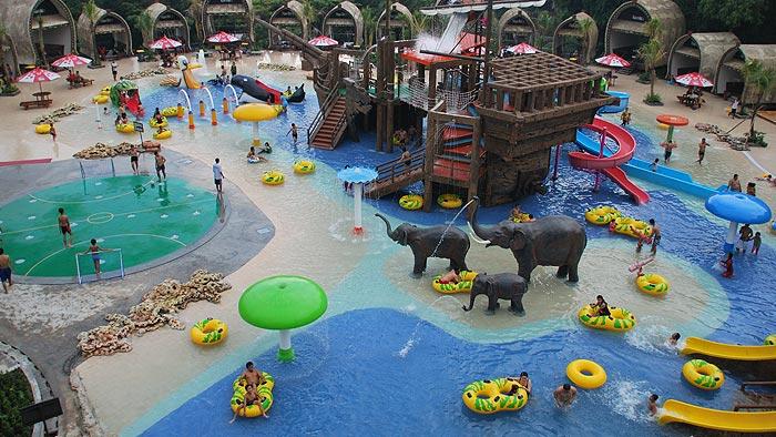Kolam Renang Taman Safari Prigen