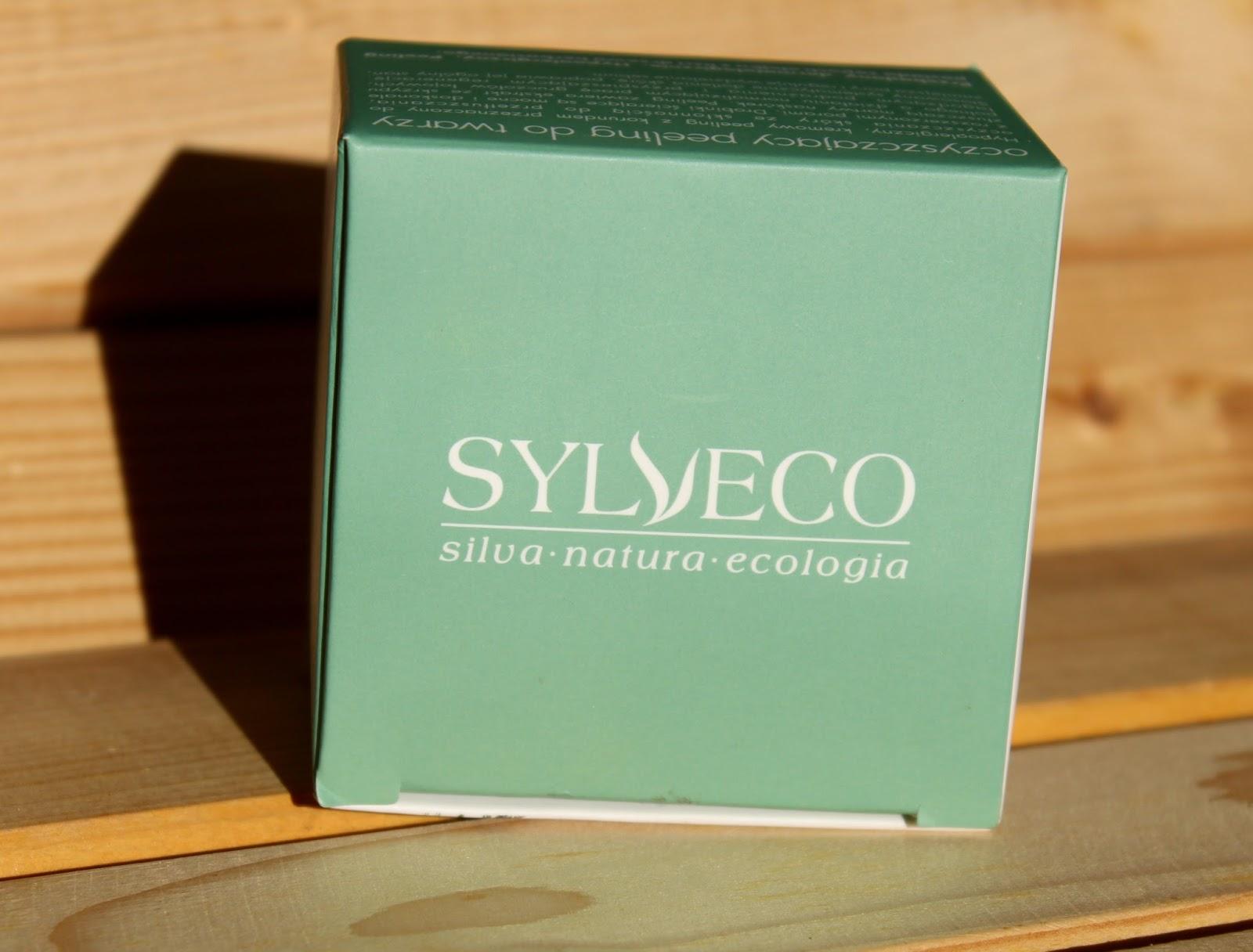 Naturalny peeling z korundem, skrzypem polnym i olejkiem z drzewa herbacianego. Oczyszczający peeling od Sylveco.