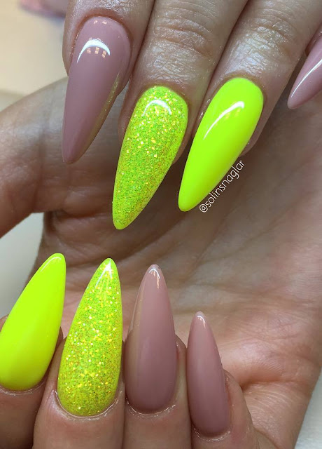 """Naked"" med ""Neon Yellow"" och glitter"