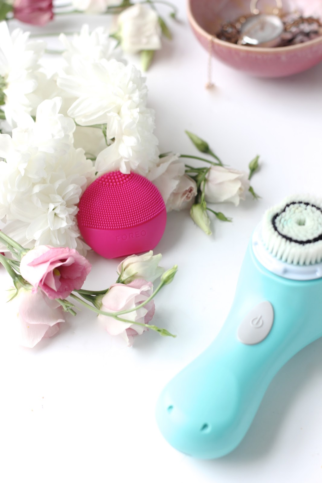 Foreo Luna vs Clarisonic: The Best Cleansing Device For Your Skin?
