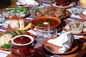 Украинская кухня очень разнообразна, и в каждом регионе есть свои отличительные особенности