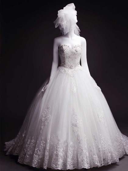http://www.dressfashion.co.uk/product/ball-gown-white-court-train-tulle-with-appliques-lace-lace-up-wedding-dress-ukm00022284-14358.html?utm_source=minipost&utm_medium=1131&utm_campaign=blog