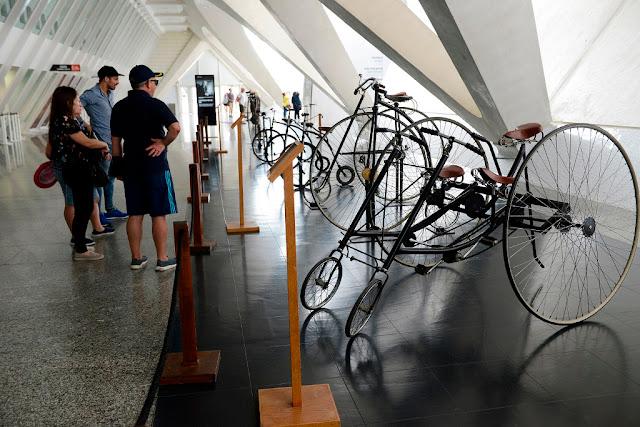 La muestra 'Sobre Ruedas' se expone de nuevo en Calle Menor del Museu de les Ciències