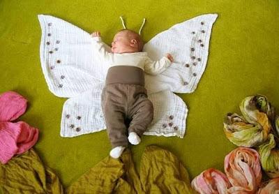 Bebé vestida de mariposa