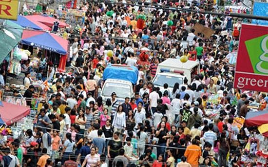 Rua cheia de gente