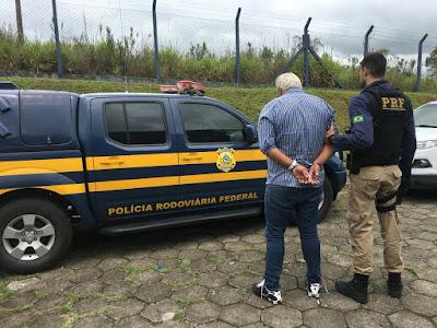 PRF apreende armas e anabolizantes na Regis Bittencourt em Barra do Turvo