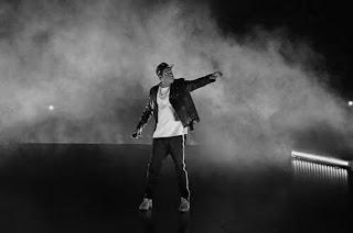 "Xtras: Jay-Z Raps Over Drake's ""KMT"" At Toronto ""4:44"" Concert"