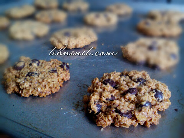 Kue Kering Oat Cokelat Chips Lebih Sehat dan Mudah (healthier oatmeal cookies)