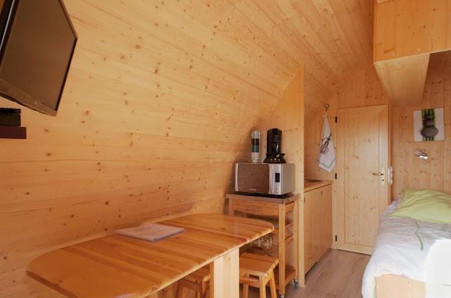 case prefabbricate in legno tavola e cucina