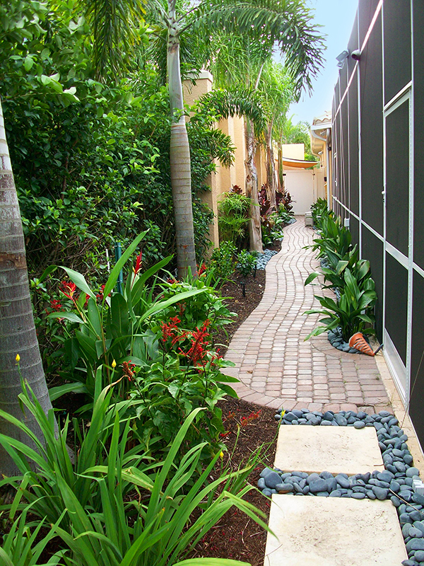 Decorating courtyard garden with simple landscape on Narrow Backyard Landscaping Ideas  id=73133