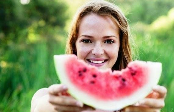 18 Manfaat Buah Semangka Bagi Kesehatan, Kulit dan Rambut