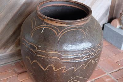 鳥取の窯元・工芸 クラフト館 岩井窯 参考館 大きな壺