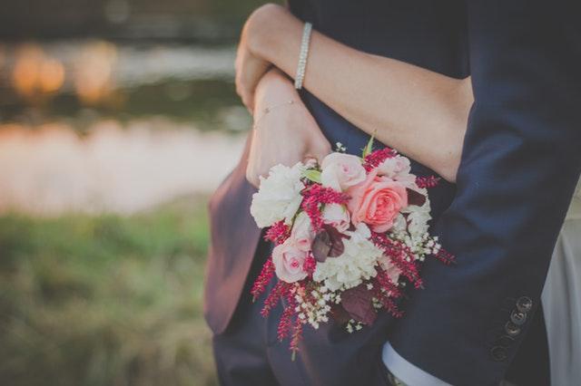 كيف يكسب الرجل قلب زوجته