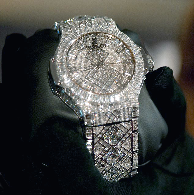 http://ifitshipitshere.blogspot.com/2012/03/5-million-dollar-watch-yep-hublot.html