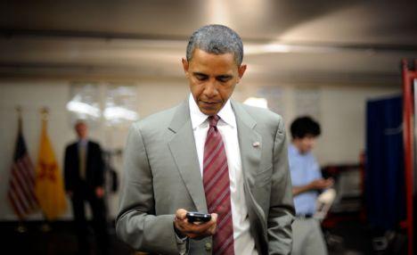 """أخيراً أوباما يتخلى عن البلاك بيري ويحصل على """"الهاتف الدمية"""""""