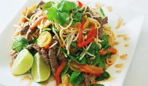 Ensalada De Carne Tailandesa
