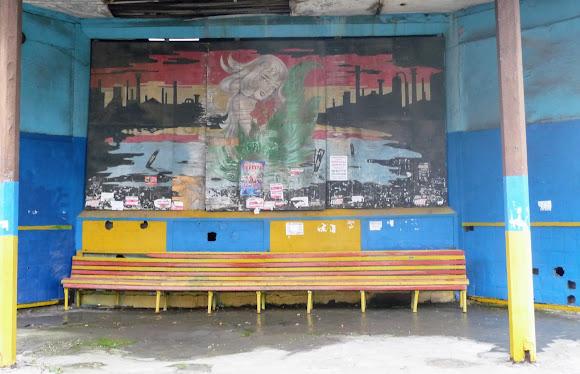 Костянтинівка. Трамвайна зупинка з росписом промислового міста з елементами романтики