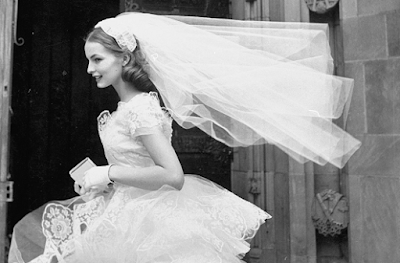 The latest fashionable bridal veils in 2019 .