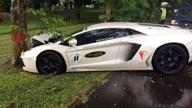 Mobil ini merupakan hadiah pernikahan Raffi-Nagita