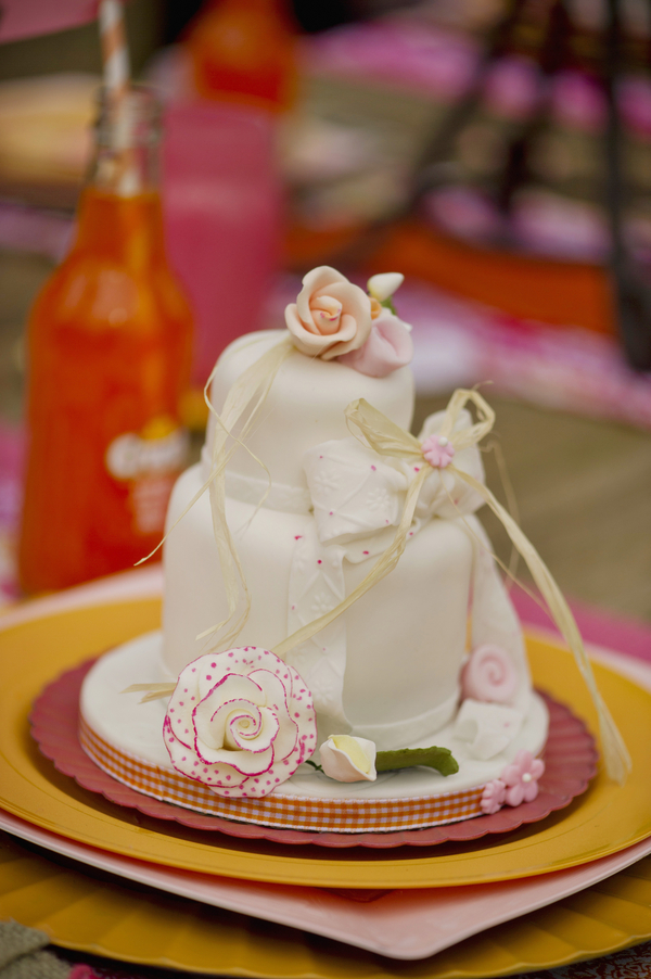 bride+groom+boho+bohemian+chic+orange+pink+yellow+rustic+valentine+valentines+day+february+winter+spring+wedding+cake+bouquet+petticoat+dress+gown+table+setting+floral+arrangement+centerpiece+tangerine+melissa+mccrotty+photography+22 - The Valentine Ombre