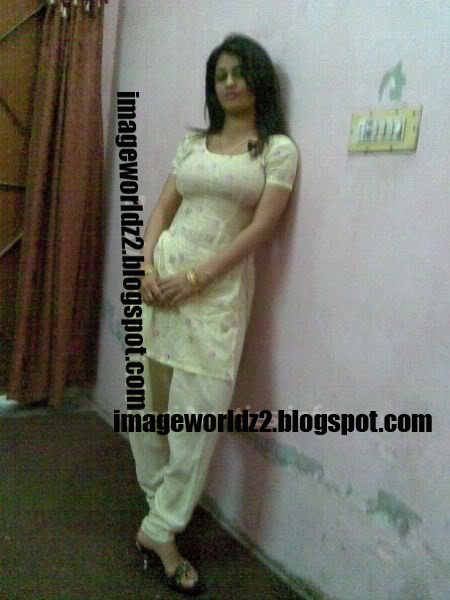 Indian Girls Aunty In Beautiful Wight Saree Found This -8796