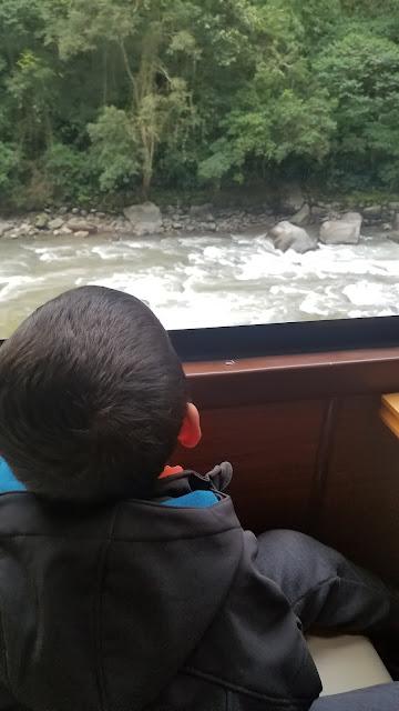 Como chegar à Machu Picchu em trem com crianças  Machu Picchu with kids trem Inka Rail train