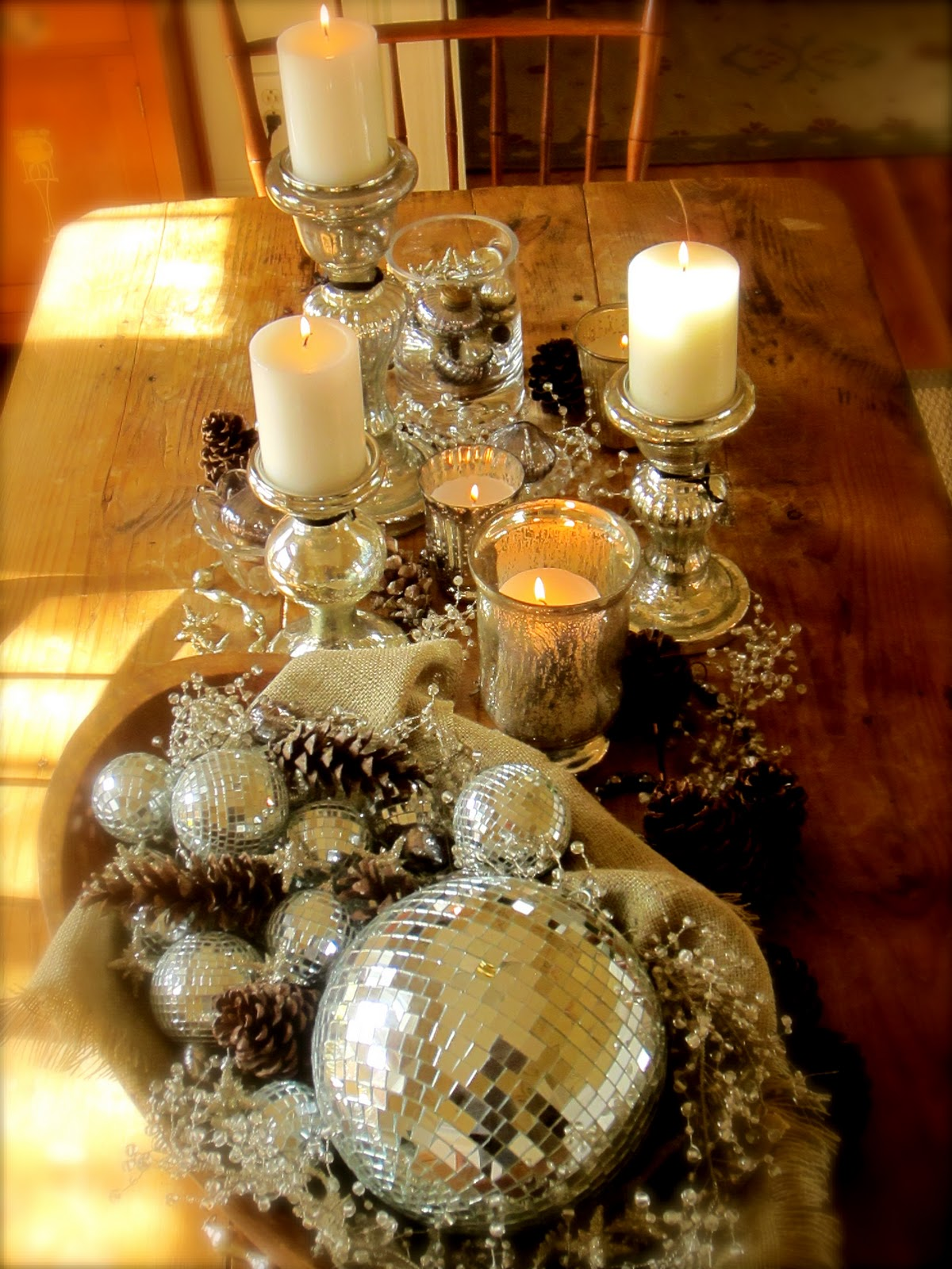 Linen and Burlap : More Christmas Decorating