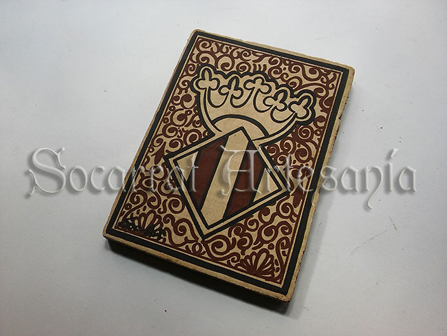 Imagen del escudo medieval de Valencia con 2 barras y rica decoración exterior. Socarrat Artesanía. Soc-Art. Camateu